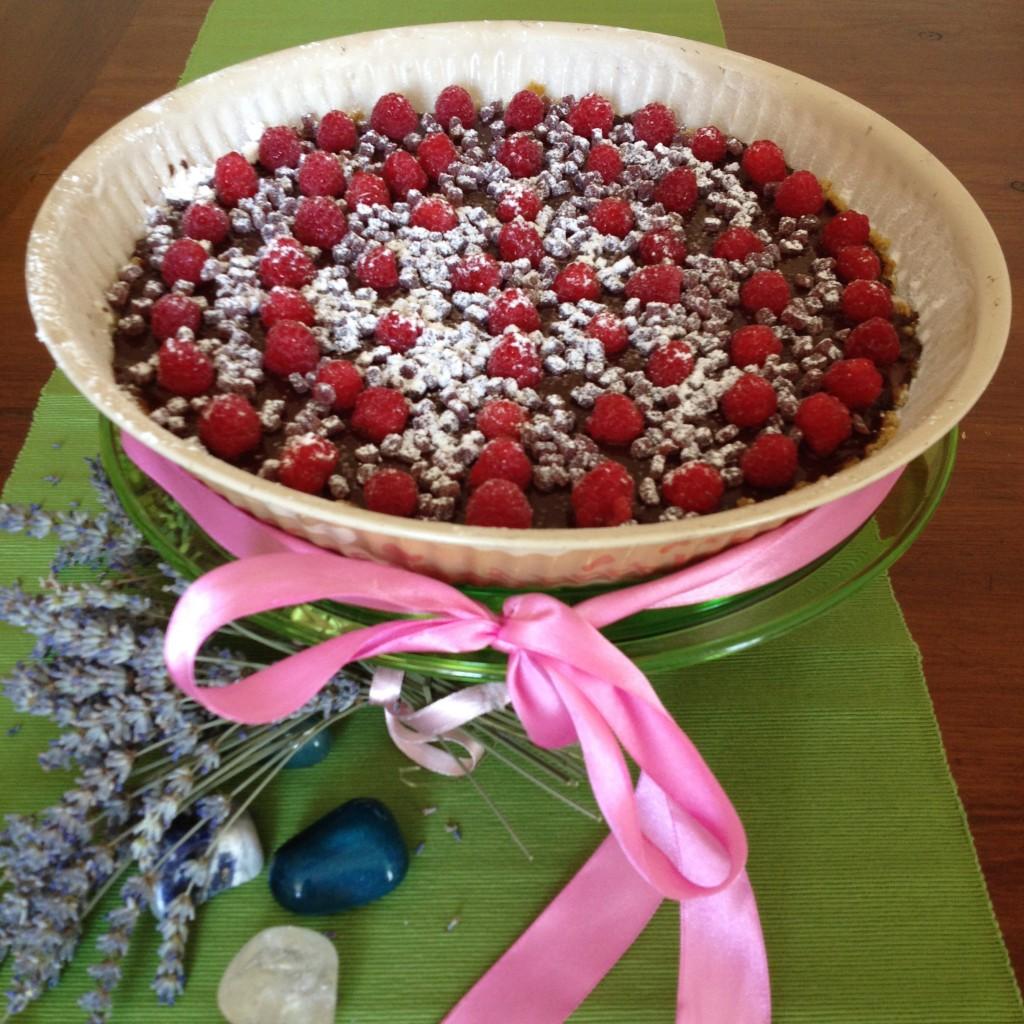 vegan cheesecake con ganache di cioccolata e frutti rossi