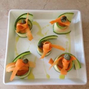 menù estivo con cruditè-girelle di zucchine e carote