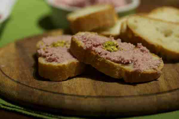 crostini mousse di mortadella